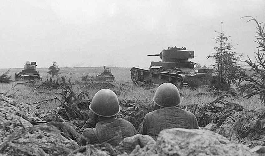 Танки Т-26 в наступлении