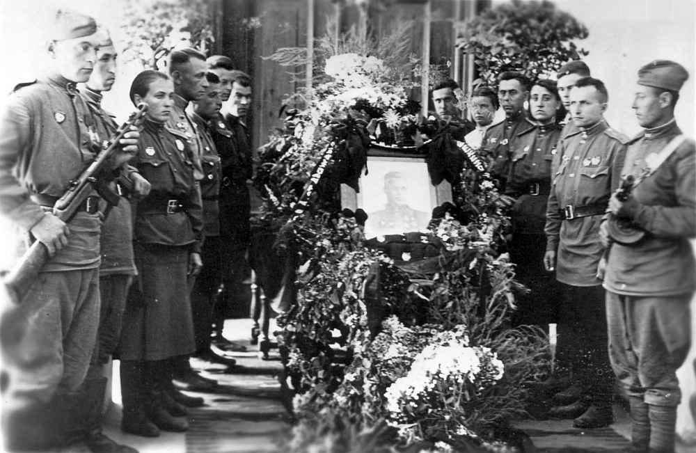 Похороны Героя Советского Союза майора В.Д. Шаренко