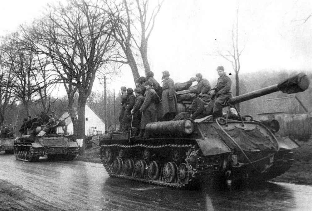 Колонна советских тяжелых танков