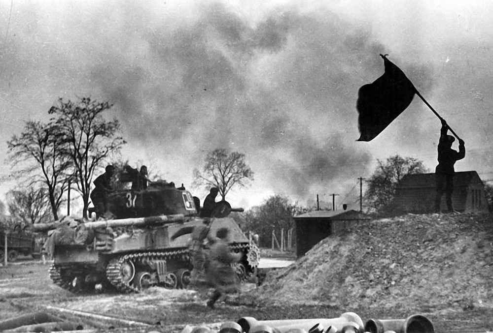 Десант на броне американского среднего танка «Шерман»