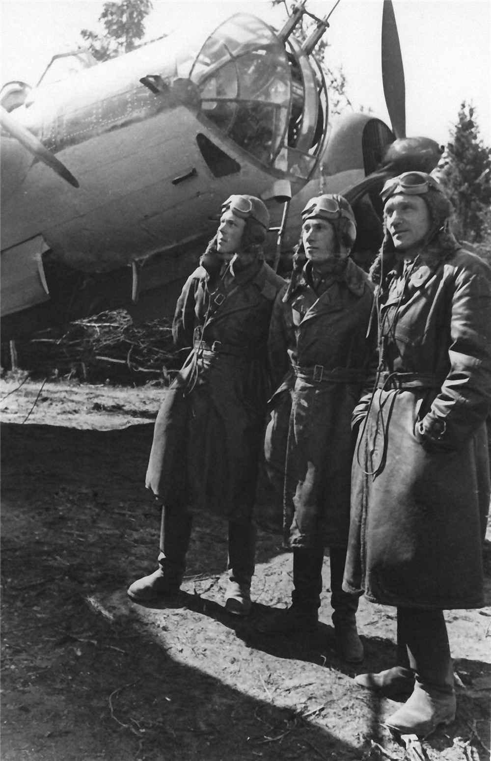 Экипаж бомбардировщика СБ 2М-103