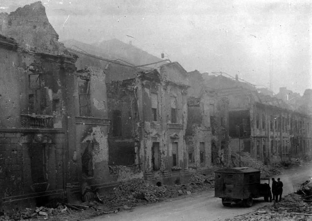 Полуразрушенное здание гестапо в Берлине