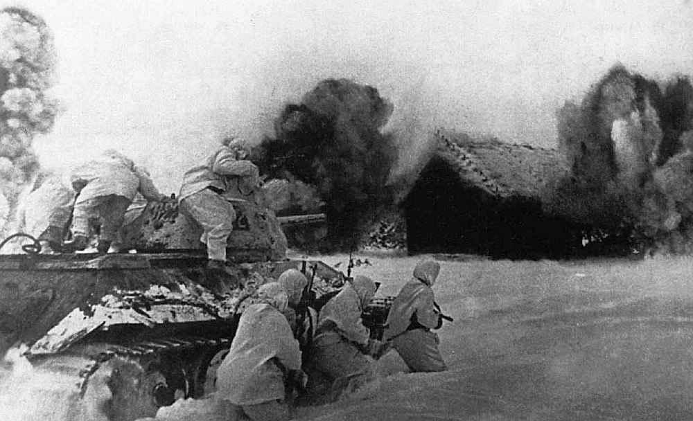 Советский танковый десант в бою