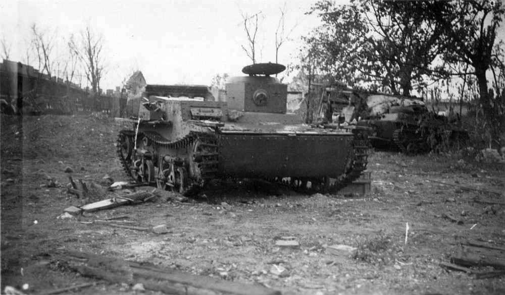 Советские танки, подбитые в Брестской крепости