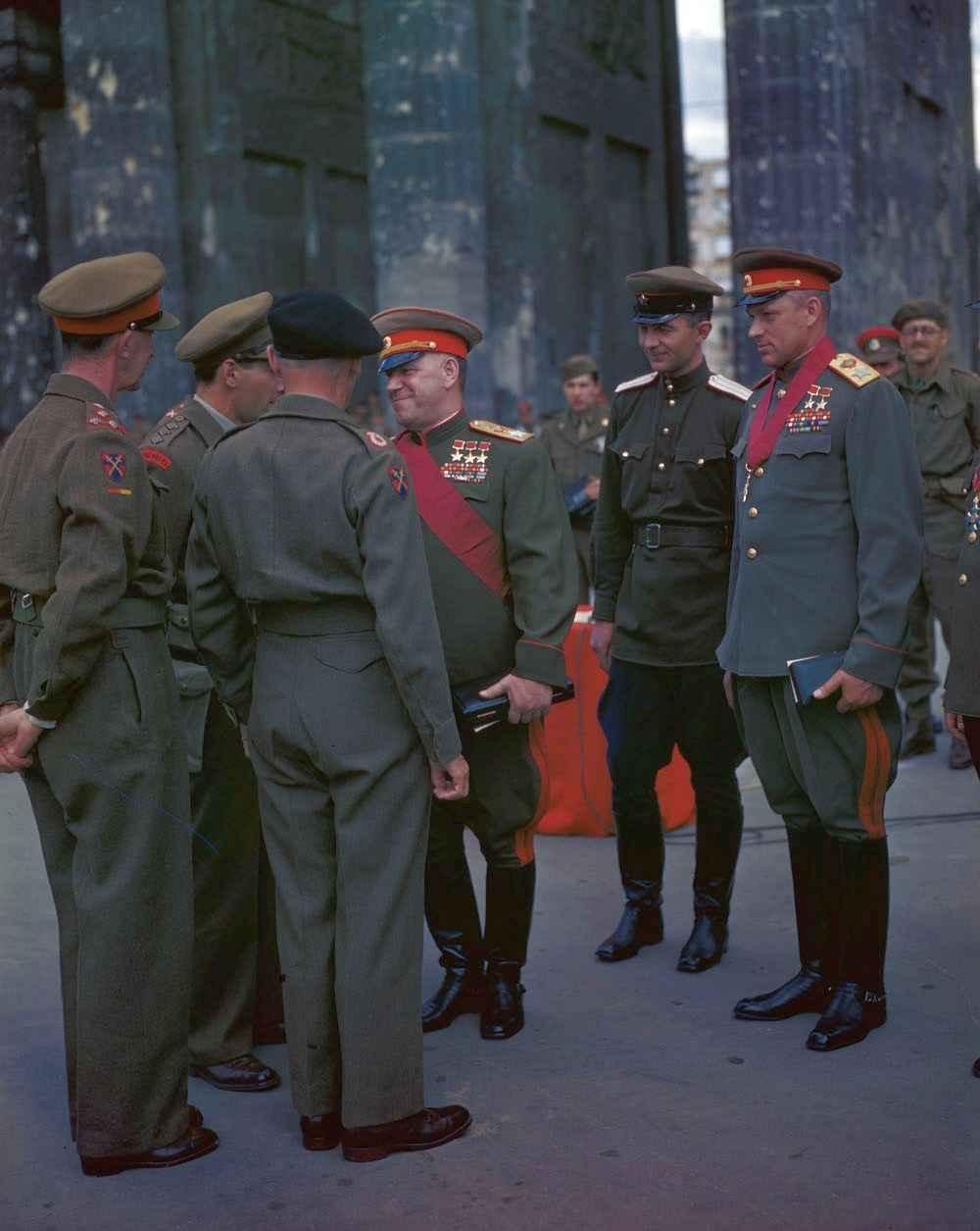 Маршалы Советского Союза Г.К. Жуков и К.К. Рокоссовский и фельдмаршал Монтгомери