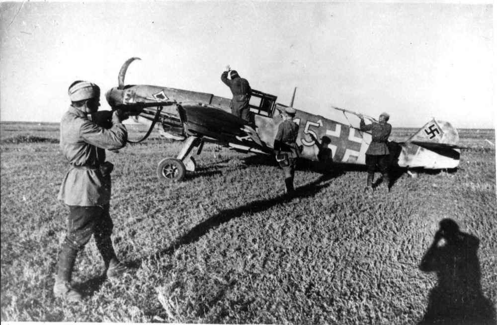 Взятие в плен немецкого летчика