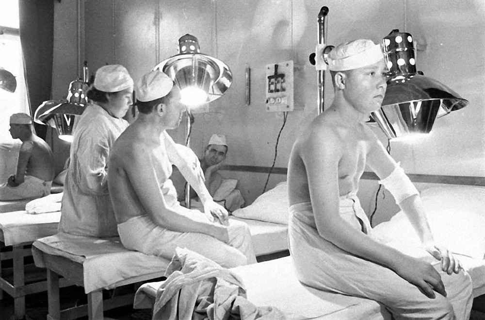 Раненые бойцы в госпитале