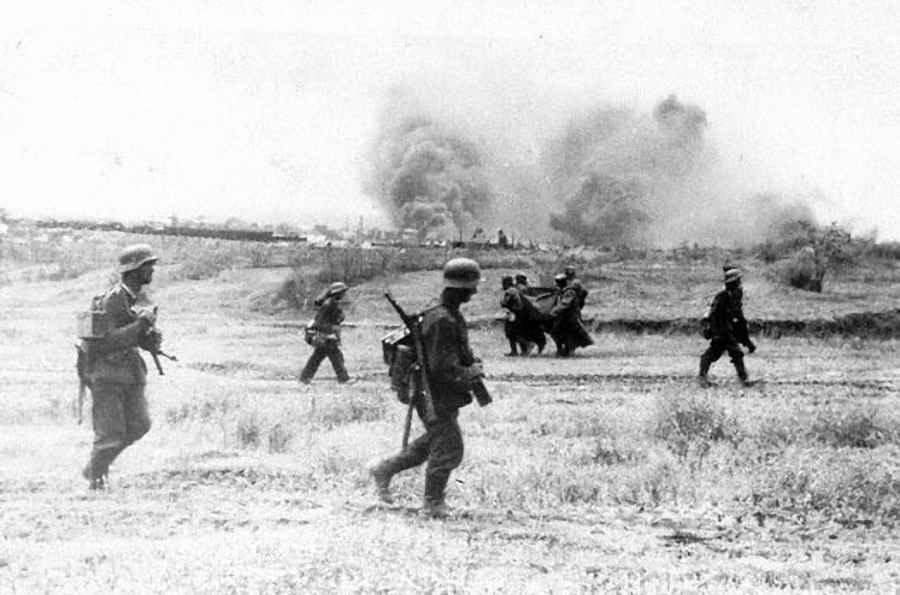 Группа немецких пехотинцев