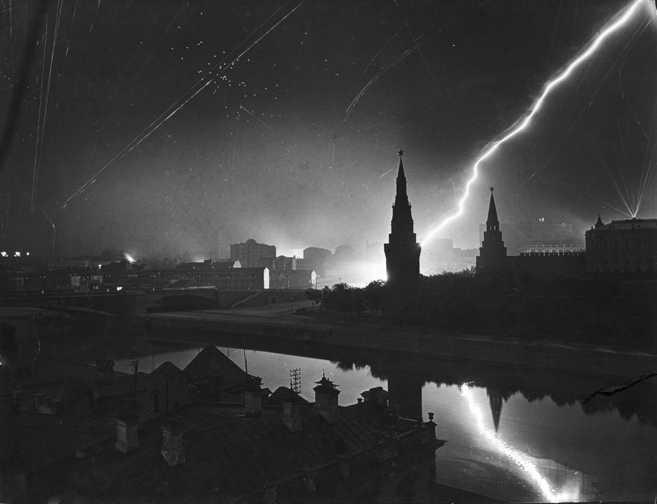 Москва 1941 год, отражение немецкого воздушного налёта