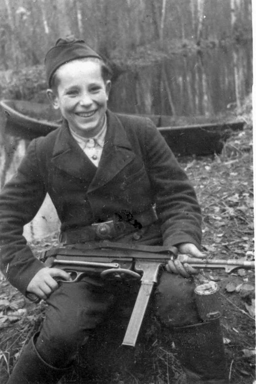 15-летний партизан-разведчик Миша Петров