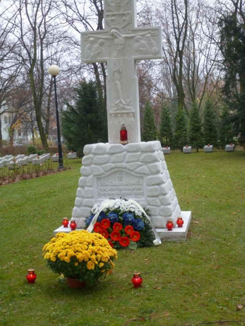Православный каменный Крест