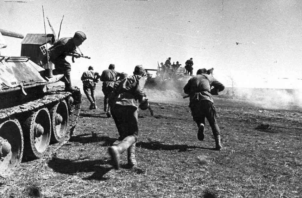Пехота и танки в бою