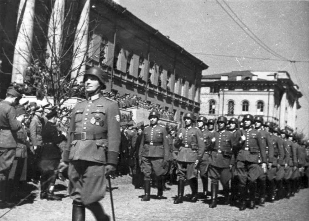 Парад войск вермахта в оккупированном Киеве