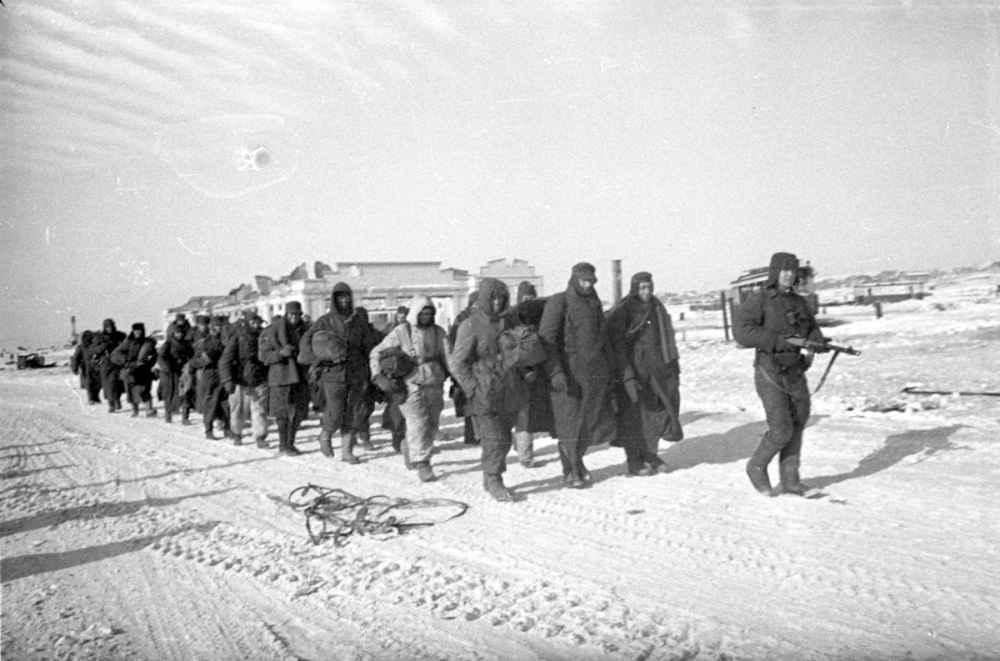 Конвоирование пленных немцев в Сталинграде