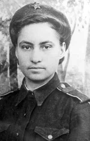 Cтарший сержант Екатерина Георгиевна Евсигнеева (Девятина), Украина, 1944 год