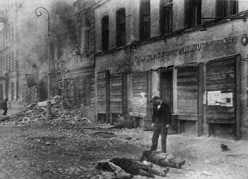 Жертвы первых немецких артобстрелов Ленинграда