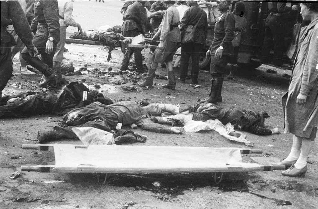 Мирные жители и военнослужащие, погибшие в результате немецкого артобстрела