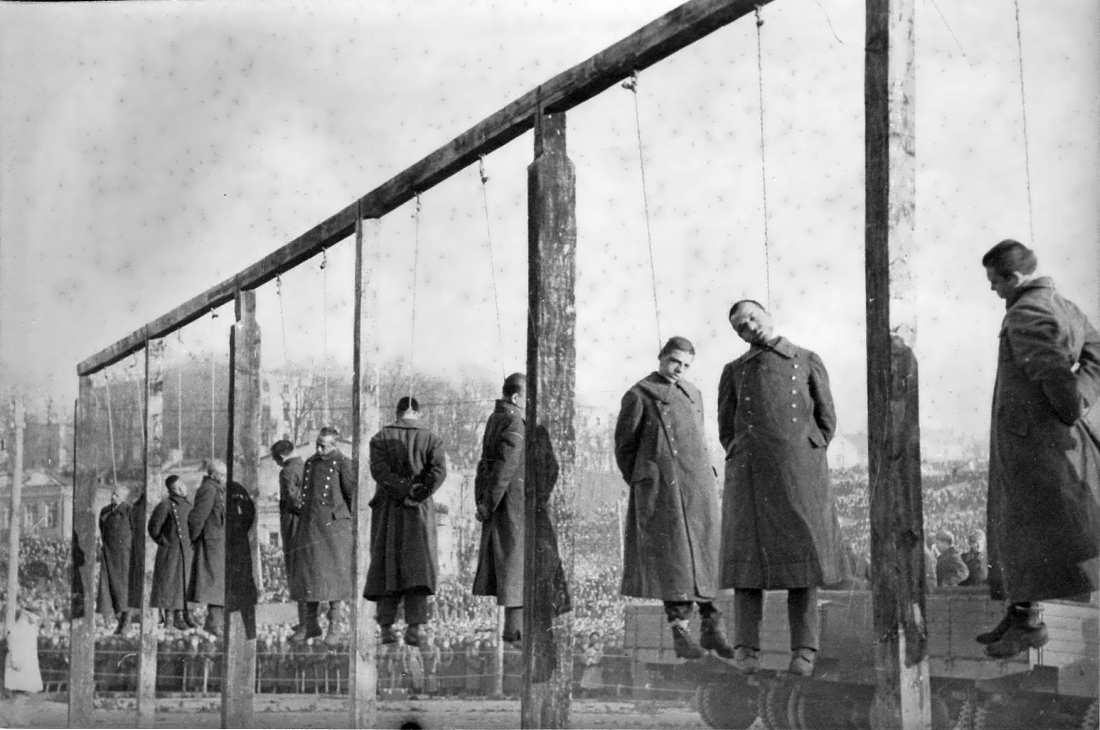 Киев: публичная казнь немецких военных преступников