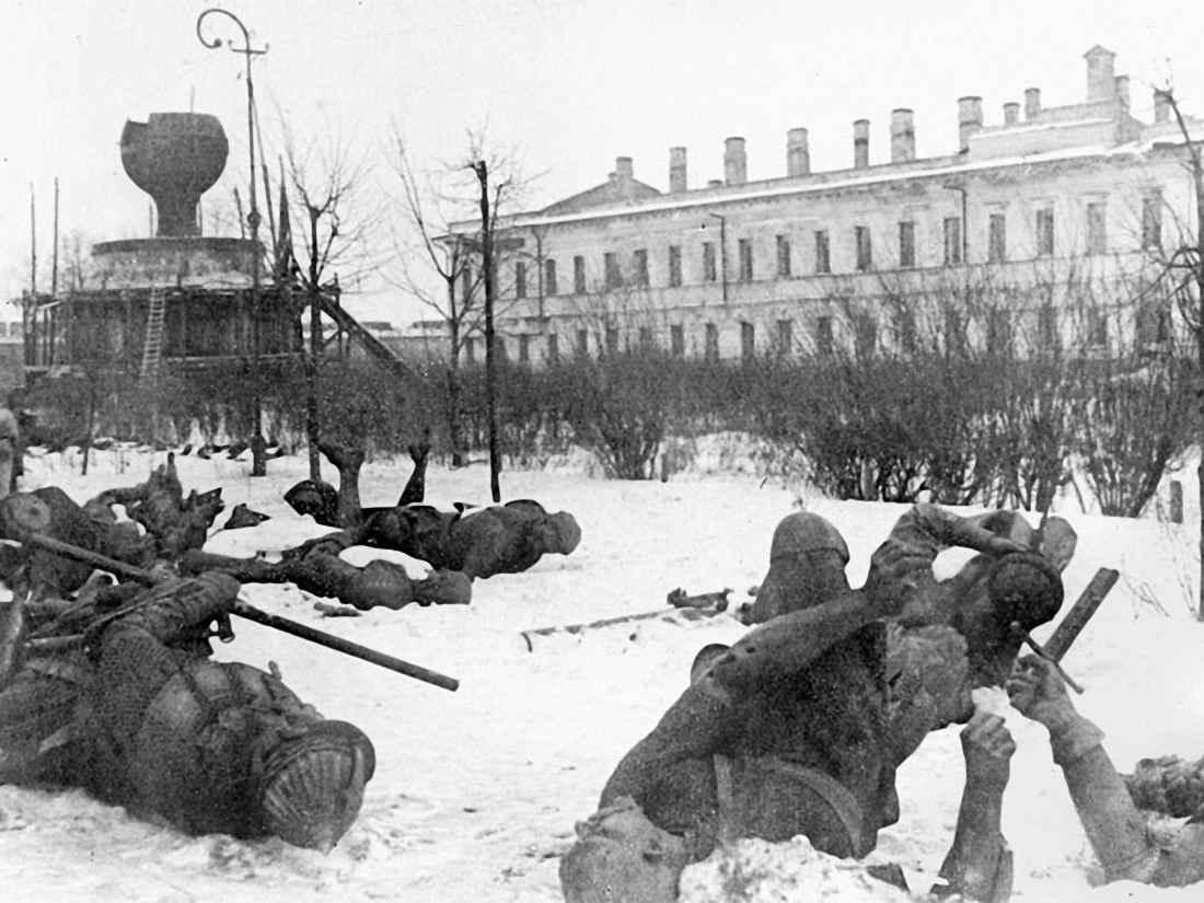 Взорванный, отступающими гитлеровцами, памятник Тысячелетие Руси
