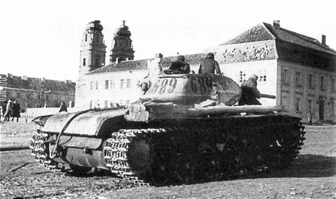 Танк КВ-1С в центре польского города Млава