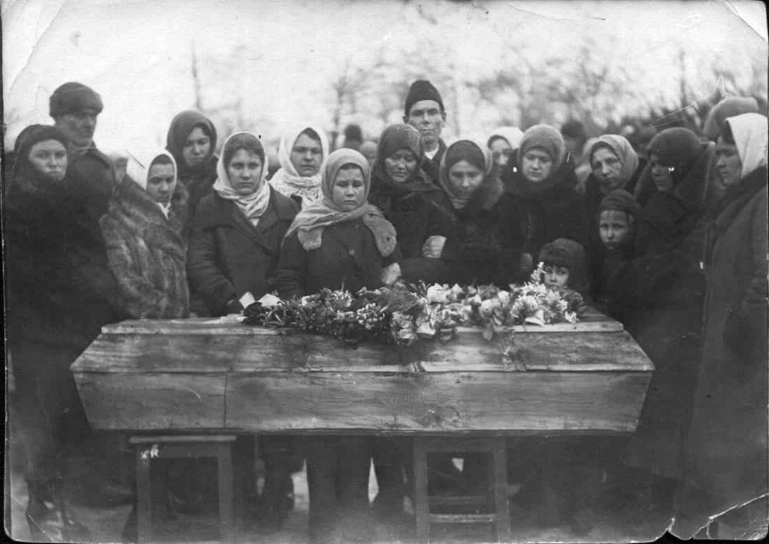 Похороны молодогвардейца Ивана Земнухова