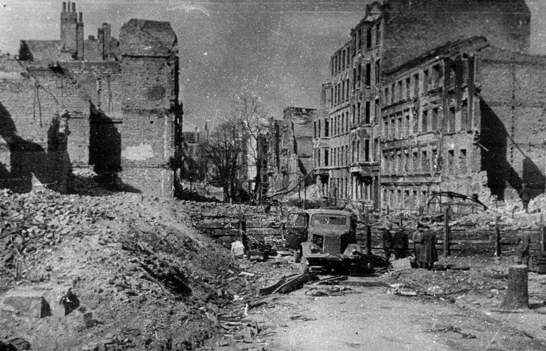 На улицах Кенигсберга после освобождения