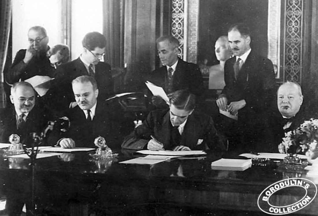 Подписание договора между СССР и Великобританией