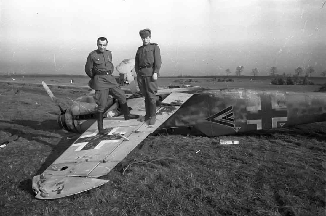 Брошенный в Крыму немецкий истребитель Мессершмитт Bf.109