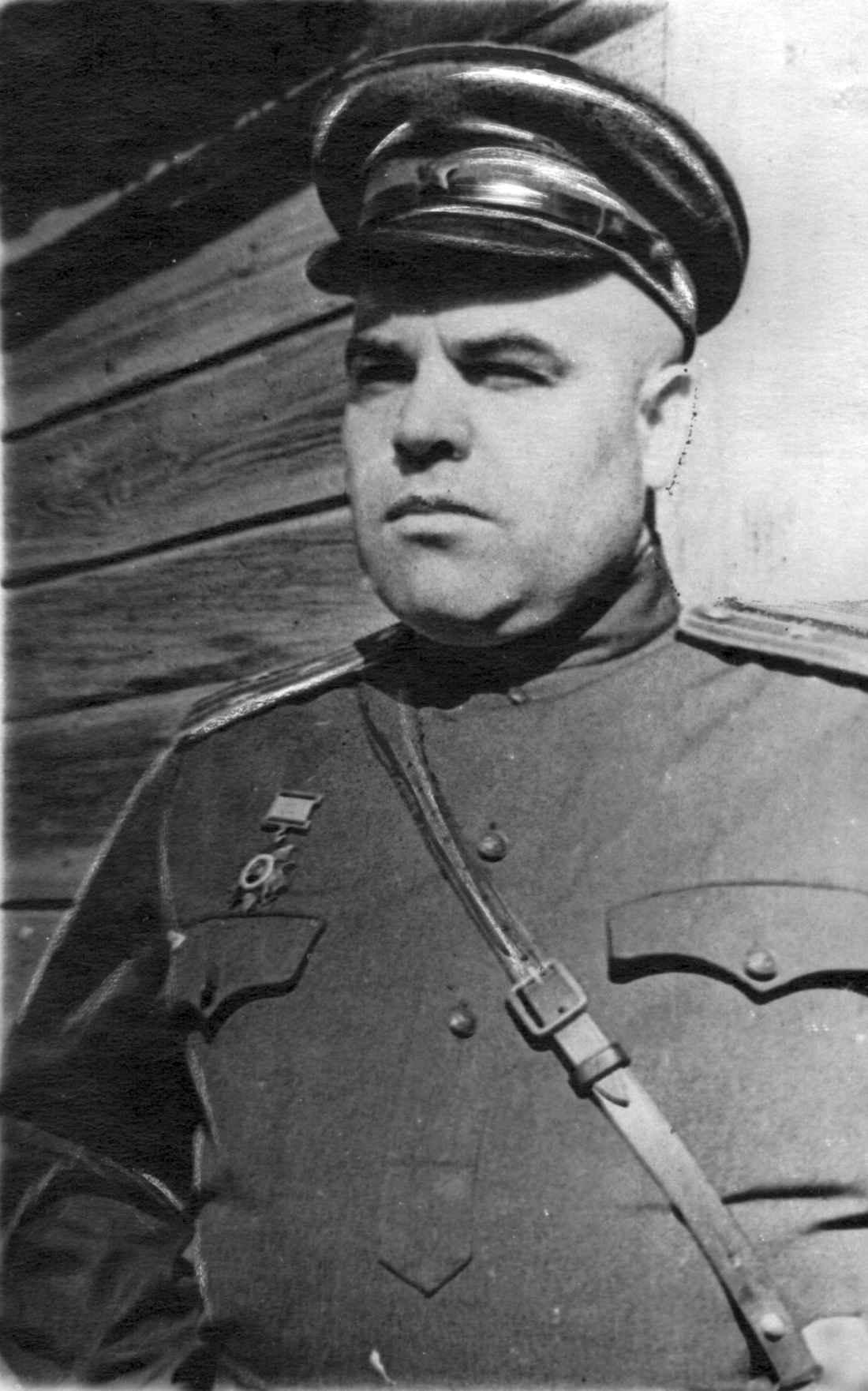 Член Военного Совета 62-й армии полковник В.М. Лебедев после награждения