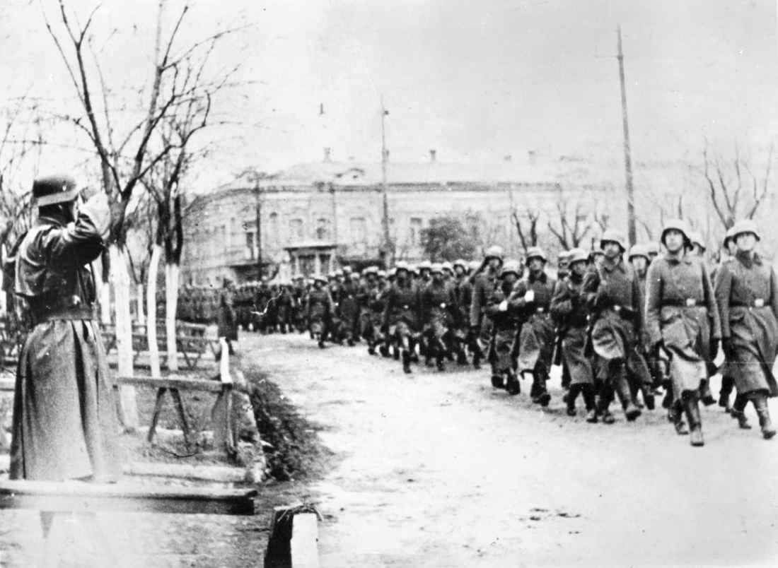 Парад немецких войск в Керчи