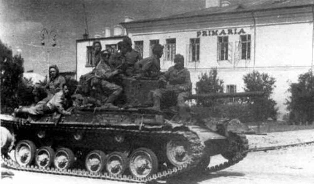 Танк «Валентайн IX» одной из частей Красной Армии