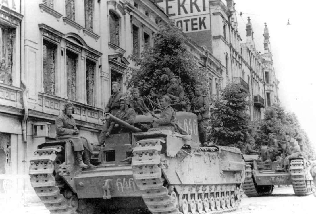Советские танки на улице Выборга
