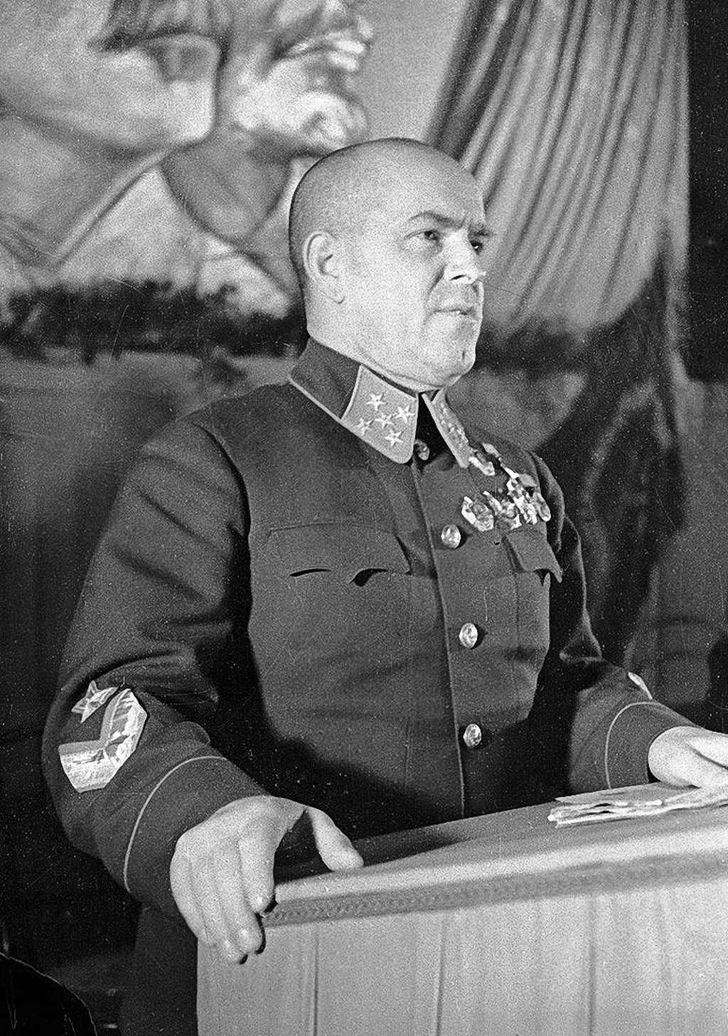Г.К.Жуков выступает с трибуны