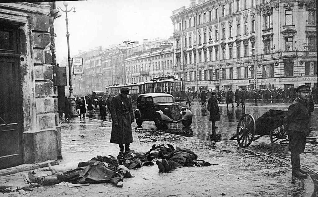 Жертвы первых обстрелов Ленинграда немецкой артиллерией